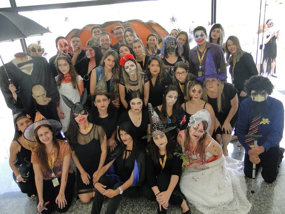 Funcionários da Cimed trabalham fantasiados para comemorar Halloween